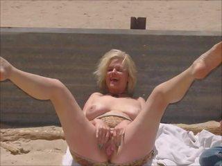 Nackt strand granny Nudisten